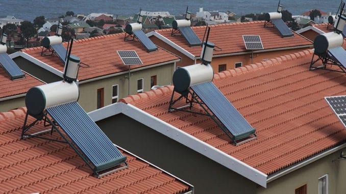 panouri solare pe acoperis din tigla ceramica