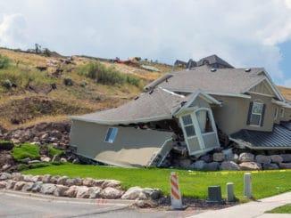 casa daramata in urma unei alunecari de teren