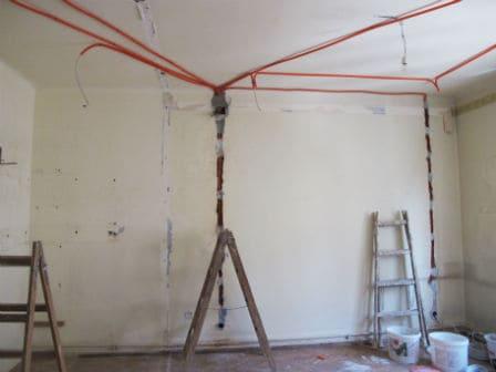 pozarea cablurilor electrice pe tavan