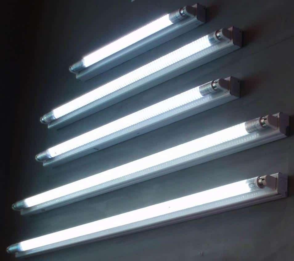 tuburi de lumina fluorescenta