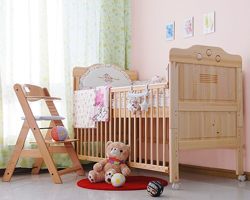 camera bebelusului cu patut