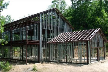 case pe structura metalica