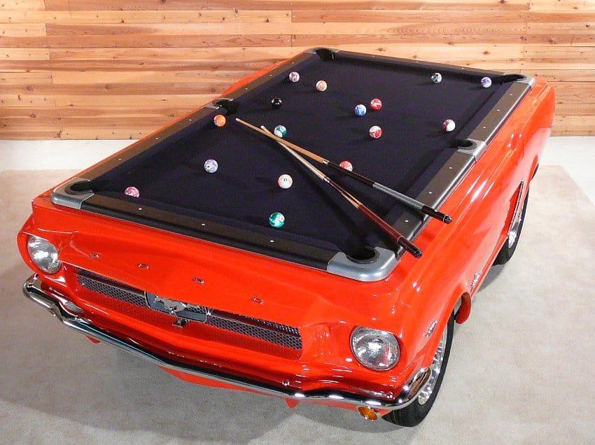 Abgefahren Ford Mustang / Billardtisch
