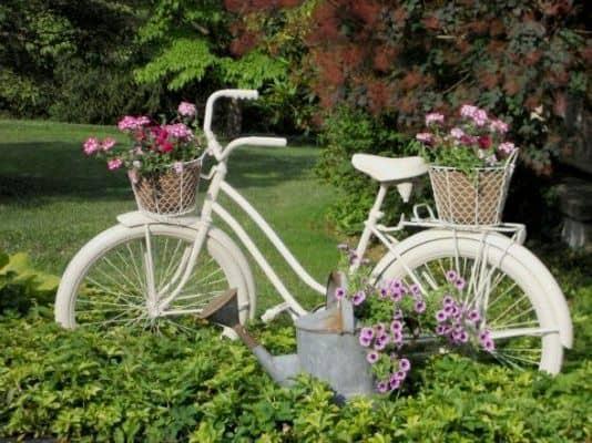 13. decor gradina din bicicleta