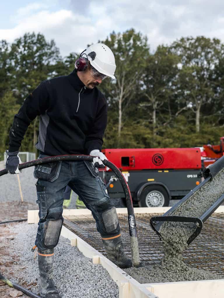 Pouring concrete, vibration, vibrating, pokers, compressor