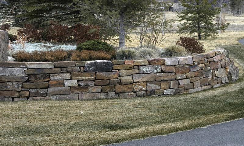 cum se zideste un zid din piatra bruta