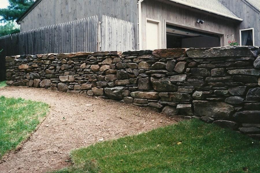 ziduri din piatra bruta