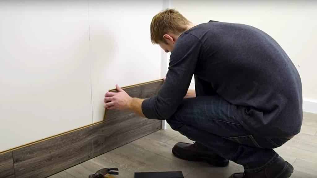 cum se monteaza parchetul pe perete