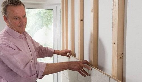 montarea parchetului pe perete in sistem lambriu