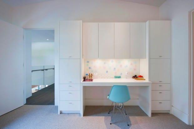 camera copil cu mobilier alb