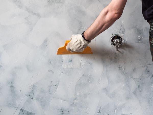 renovare perete cu tencuiala veche