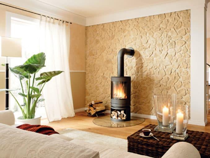 perete sufragerie placat cu panouri decorative din piatra naturala