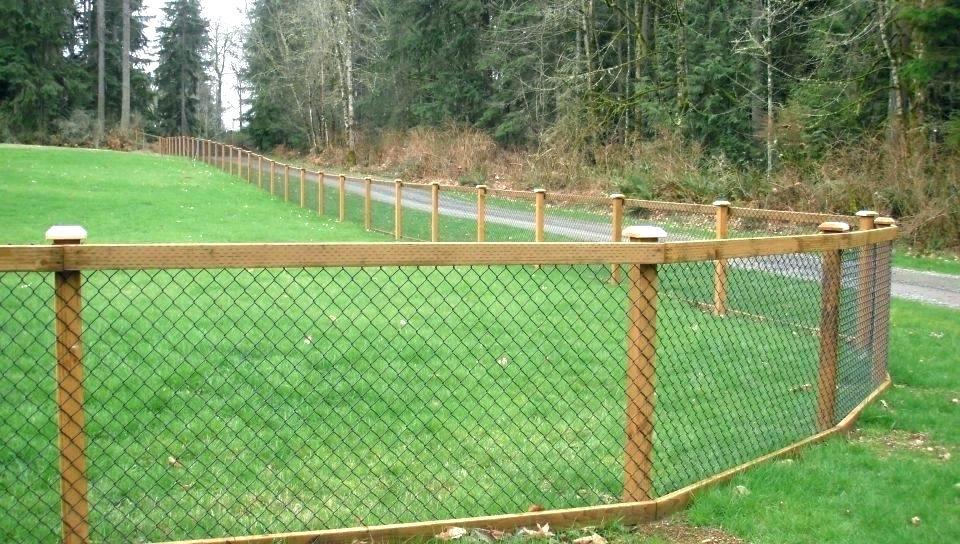 gard din lemn si plasa de rabitz