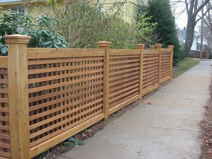 gard din panouri de lemn