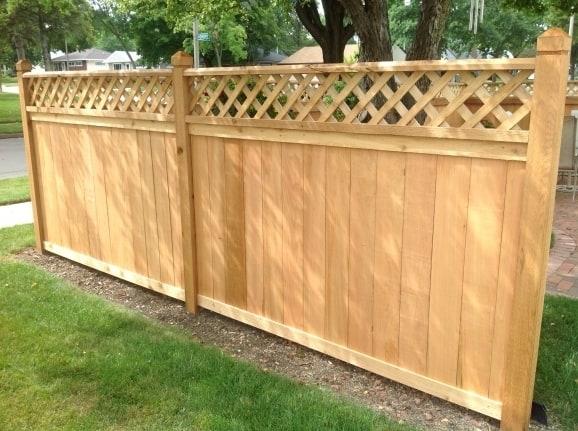 panouri gard de lemn cu model