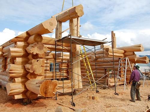 schela montaj casa din lemn masiv