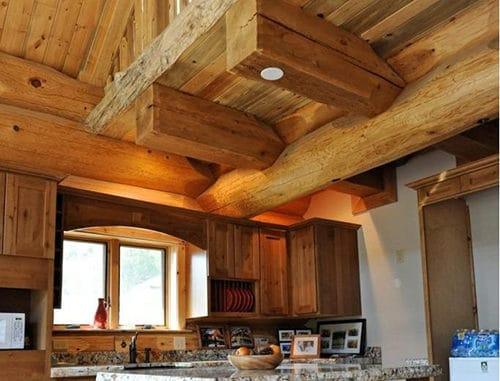 bucatarie casa din lemn masiv