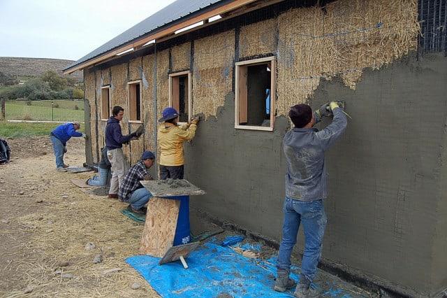 finisare exterioara casa din baloti de paie