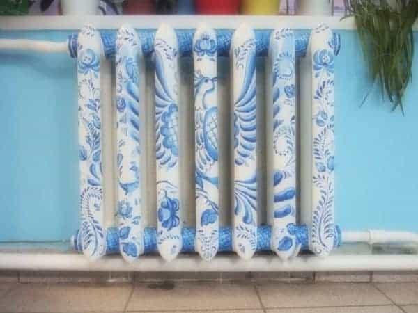 calorifer pictat cu albastru