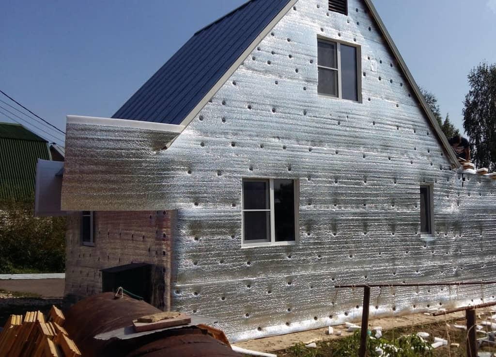 casa termoizolata cu folie aluminiu