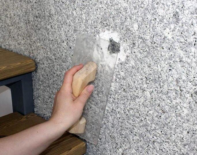 reparatie perete tapetat