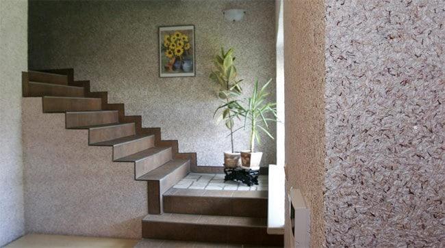 casa scarii finisata cu tapet