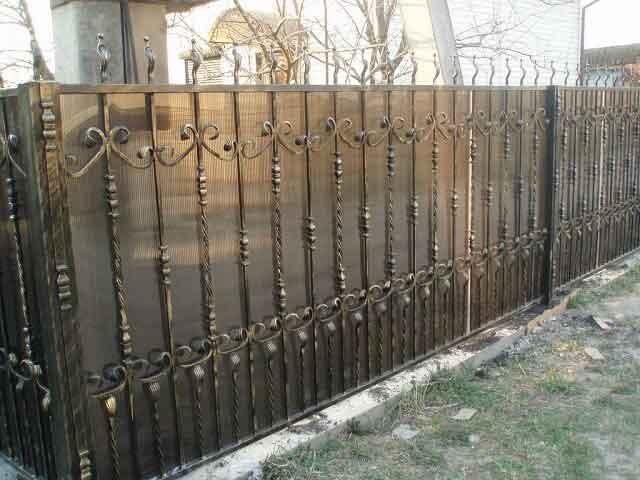 gard din fier forjat cu policarbonat negru