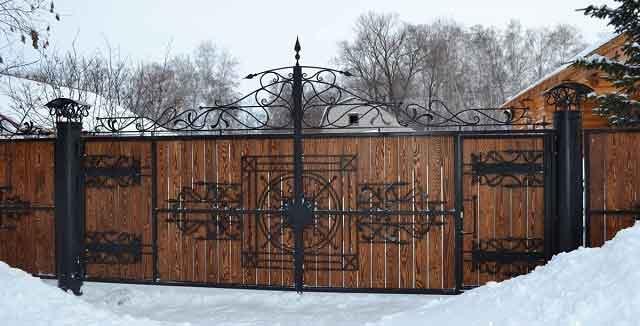 gard din lemn si fier forjat