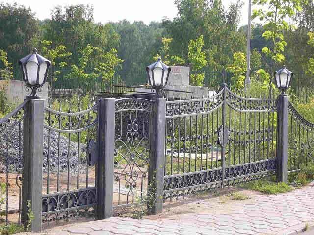 gard si poarta din fier forjat