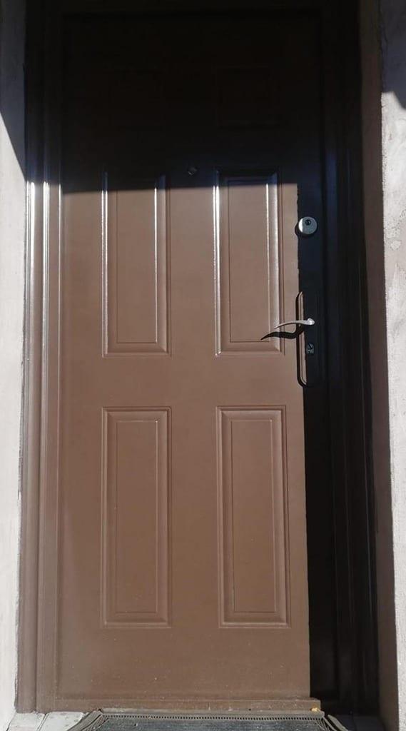 vopsea lovitura de ciocan pentru usa metalica exterior