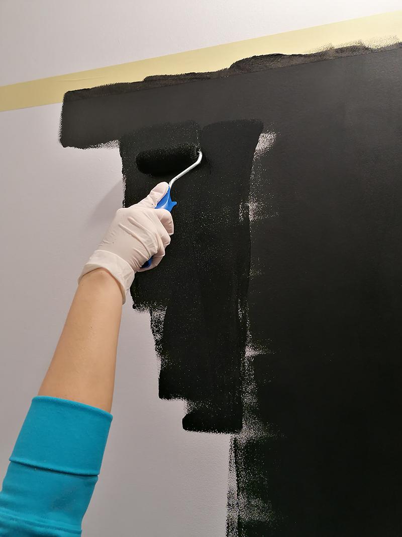vopsea neagra perete